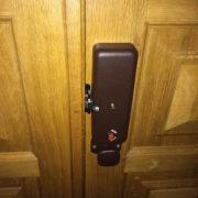 Дубовые тамбурные двери: вид изнутри