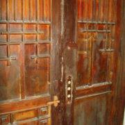 замок дори на антикварной двери
