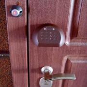 Офис, двери на улицу
