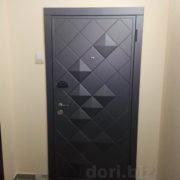 Квартирная дверь, вид снаружи